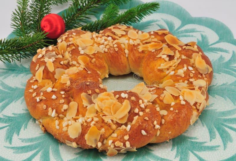 Weihnachtsumsponnenes Brot lizenzfreie stockfotos