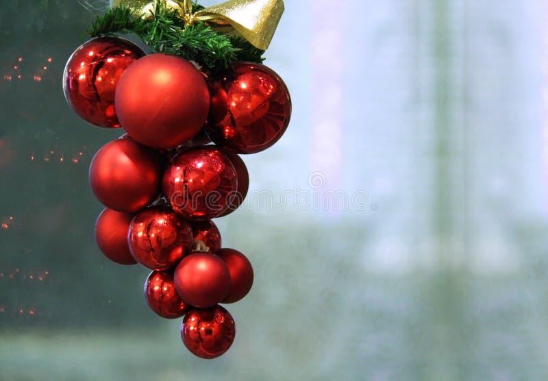 Download Weihnachtsverzierung stockfoto. Bild von vorgewählt, glänzend - 12200906