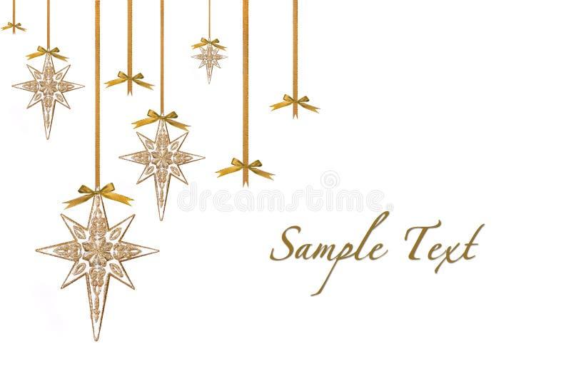 Weihnachtsverzierung-Sterne, die vom Farbband und von B hängen stockbild