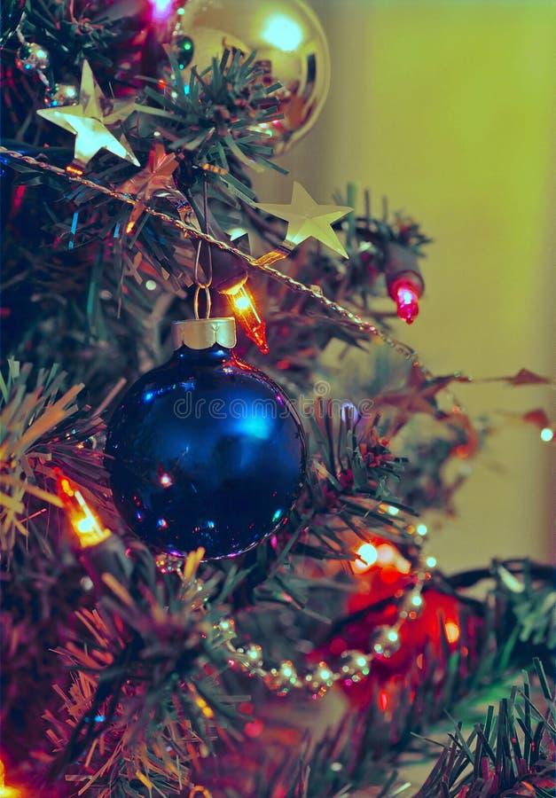 Download Weihnachtsverzierungen stockfoto. Bild von feier, verzierungen - 45980