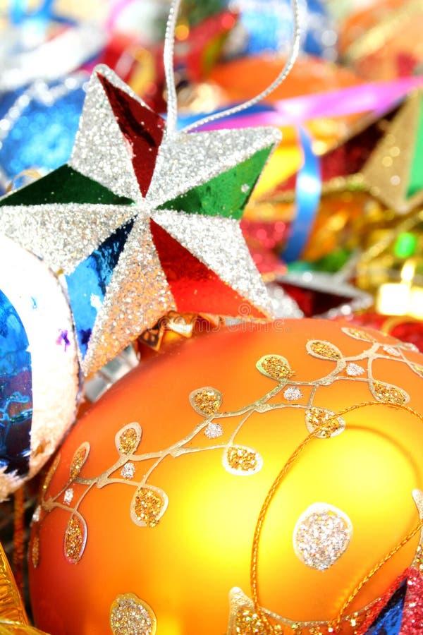 Weihnachtsverzierungen der unterschiedlichen Farbe und des stars1 lizenzfreie stockfotos