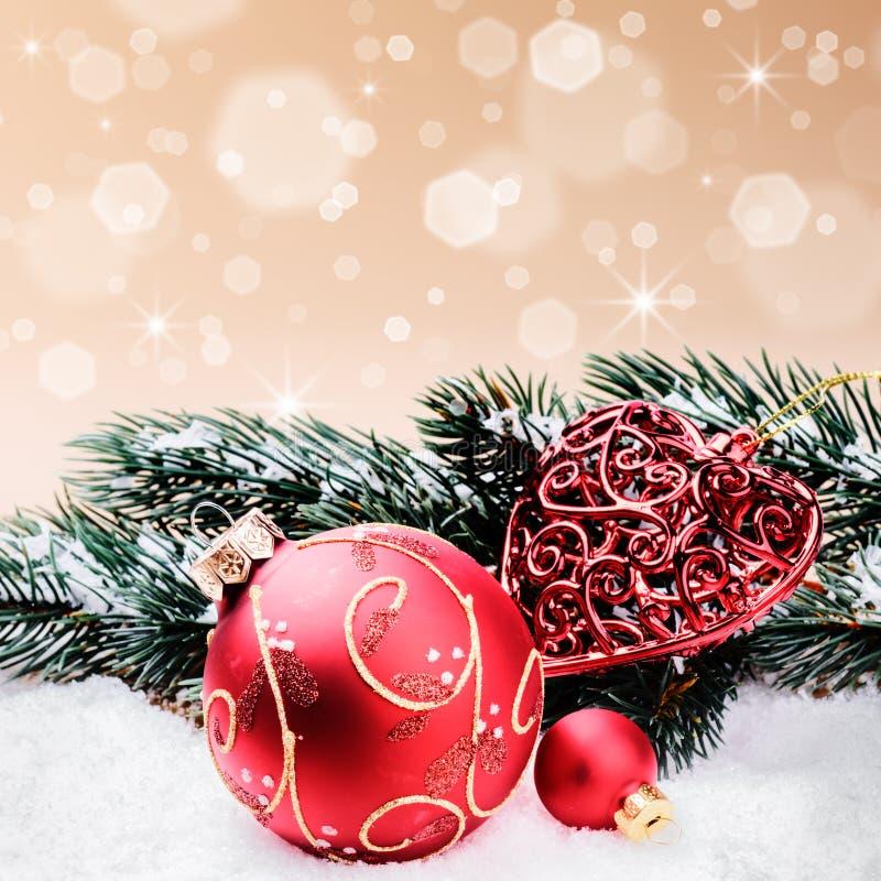 Weihnachtsverzierungen im roten und grünen Ton stockfoto