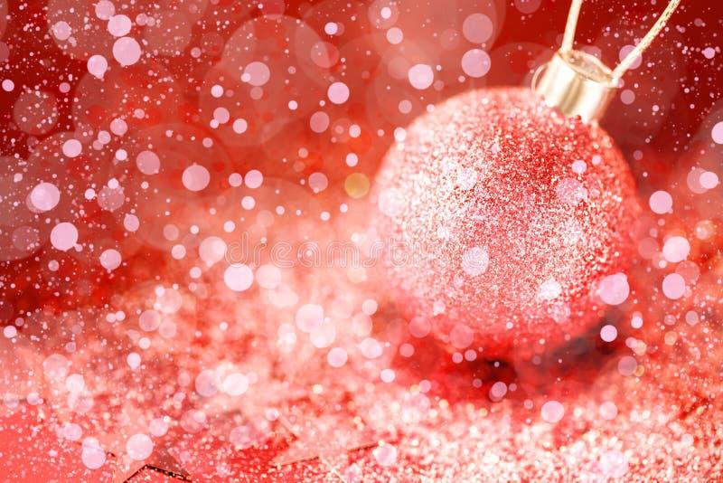 Weihnachtsverzierungen mit rosa Stardust stockfotos