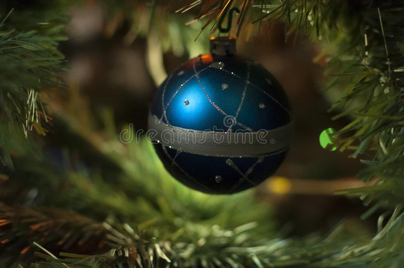 Weihnachtsweißkugel lizenzfreie stockfotos