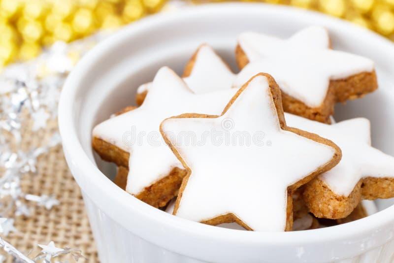 Weihnachtszimtplätzchen stockbilder