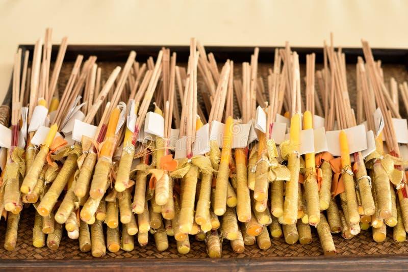 Weihrauch und Kerzen stockfotografie