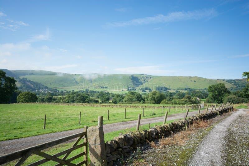 Weilandlandschap in het Piekdistrict Engeland stock afbeeldingen