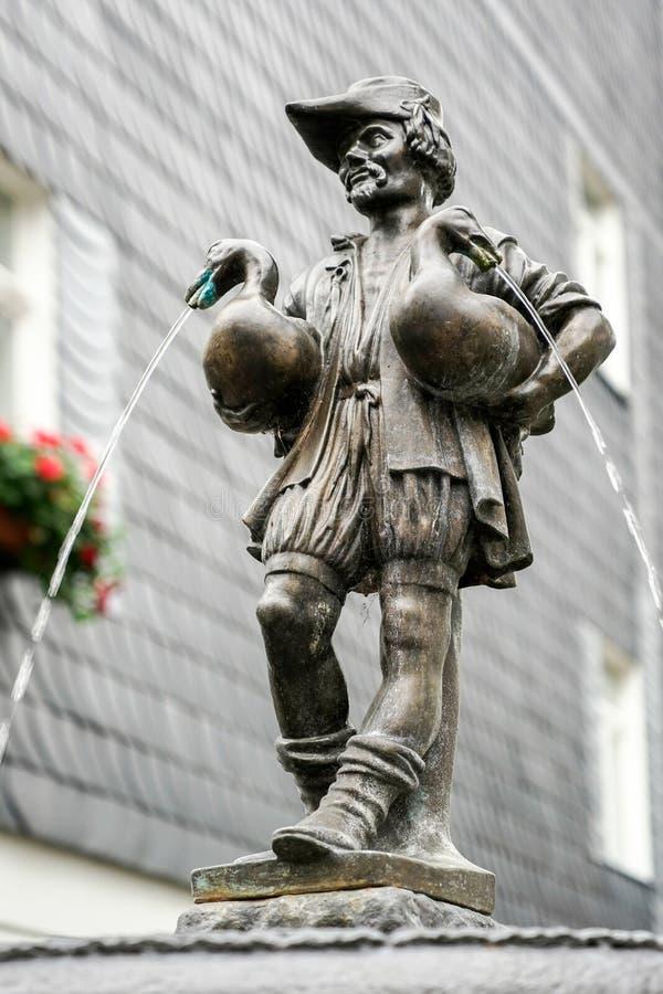 WEIMAR, GERMANY/EUROPE - 14 ΣΕΠΤΕΜΒΡΊΟΥ: Η ανθρώπινη πηγή χήνων στοκ εικόνα