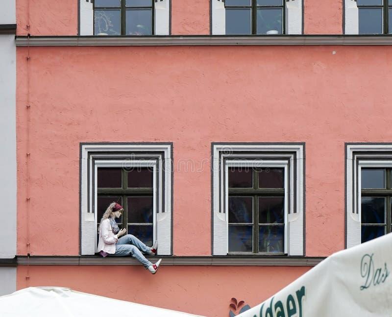 WEIMAR, GERMANY/EUROPE - 14 DE SEPTIEMBRE: Maniquí que se sienta en un w fotografía de archivo libre de regalías