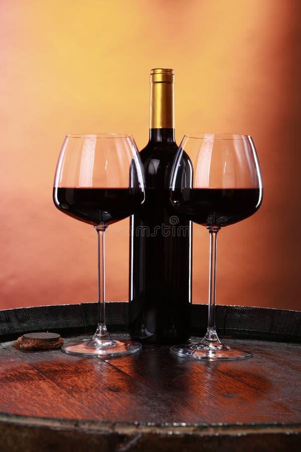 Wein auf einem Faß lizenzfreies stockbild