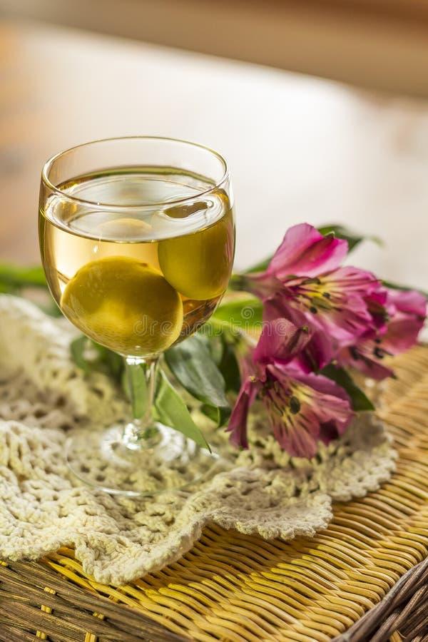 Wein der japanischen Pflaume stockfotografie