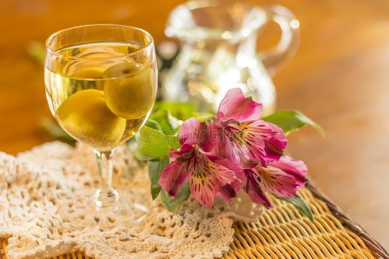 Wein der japanischen Pflaume stockbild
