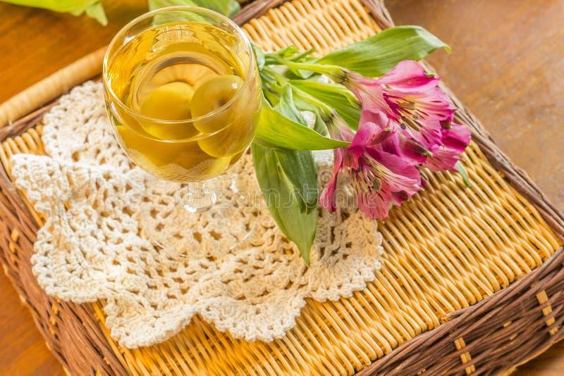 Wein der japanischen Pflaume lizenzfreies stockbild