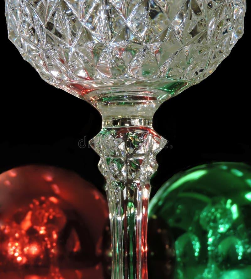 Wein-Gläser und Verzierungen lizenzfreies stockbild