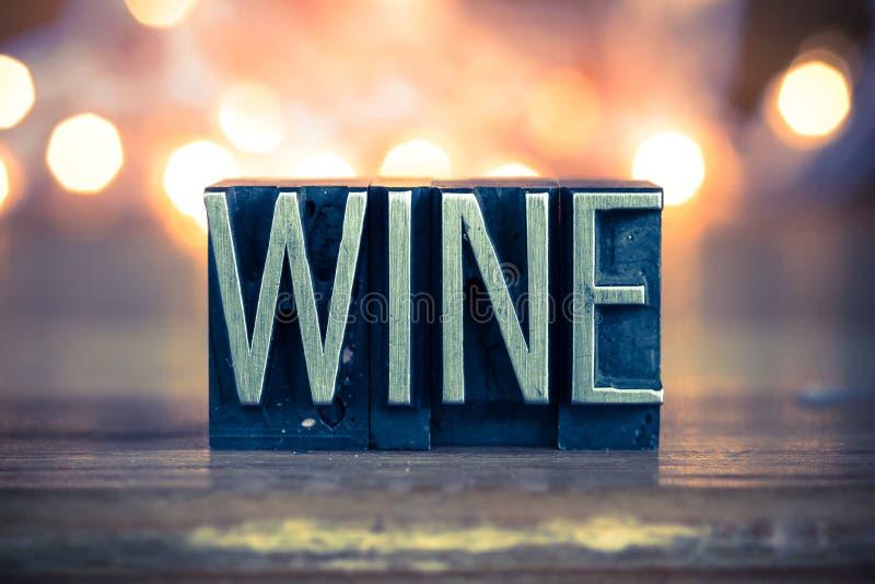 Wein-Konzept-Metallbriefbeschwerer-Art stockfotografie