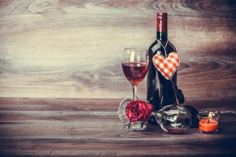 Wein, rosafarben und Kerze stockbilder