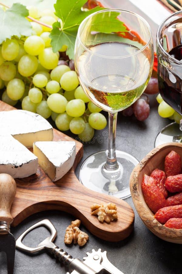 Wein, Traube, Käse, Würste lizenzfreie stockfotografie