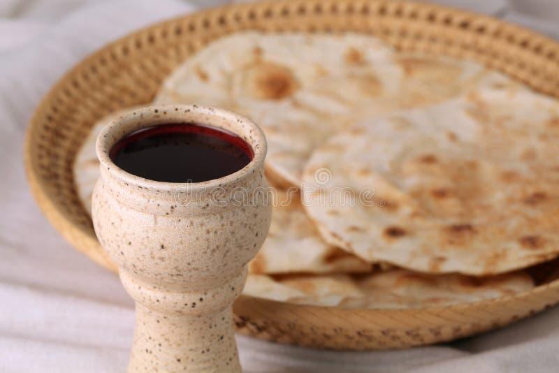 Wein und Brot lizenzfreies stockbild