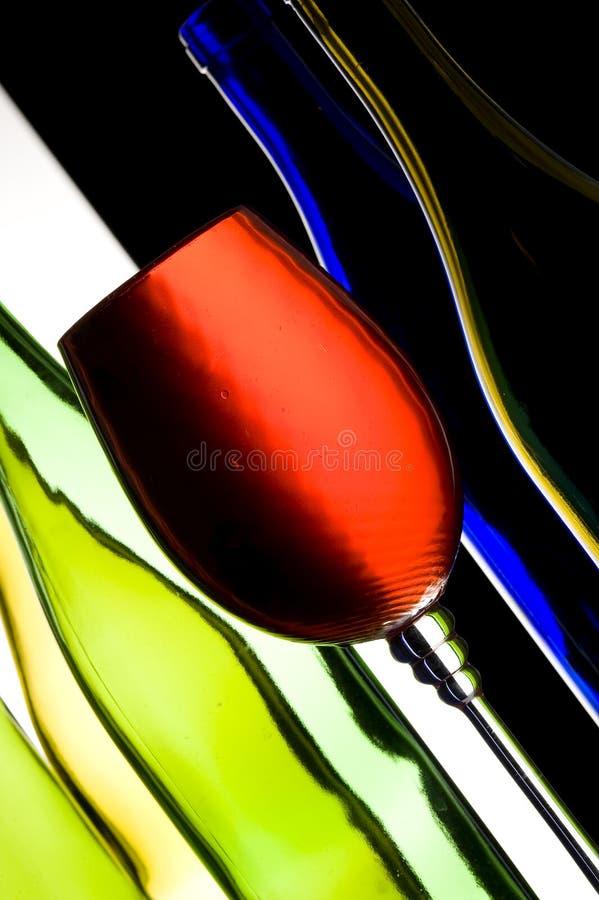 Wein und Flaschen stockbilder