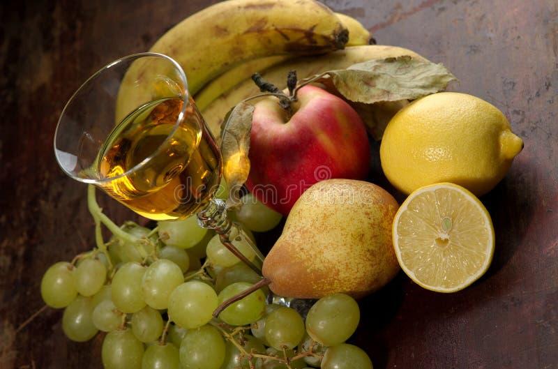 Wein und Frucht lizenzfreies stockfoto