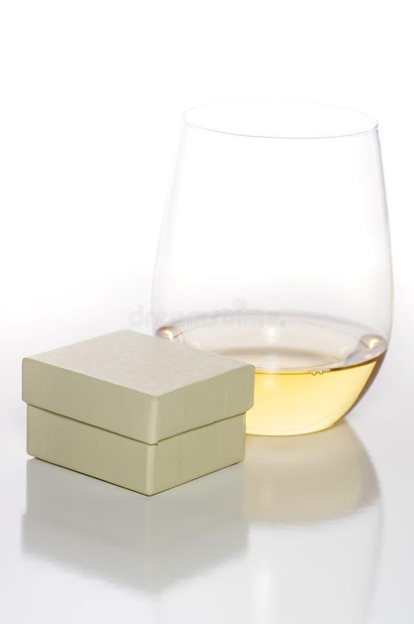 Wein und Geschenk stockfotografie
