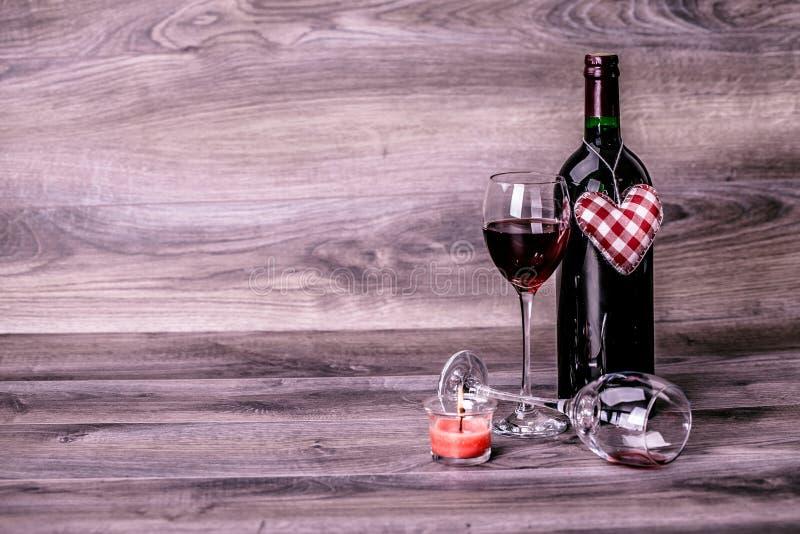 Wein und Herz stockbild