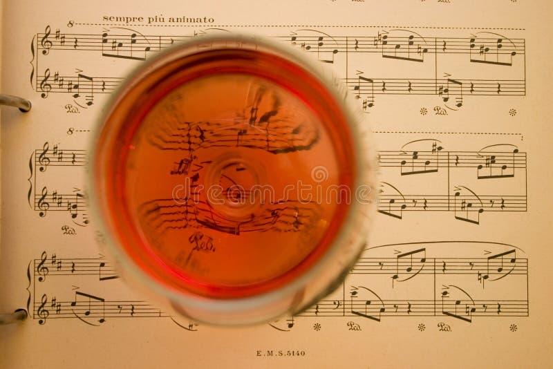 Wein und Musik lizenzfreie stockfotografie
