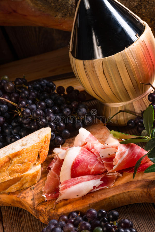 Wein und Prosciutto stockbild