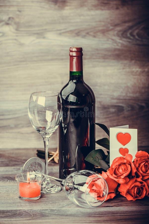 Wein und Rose stockfotografie