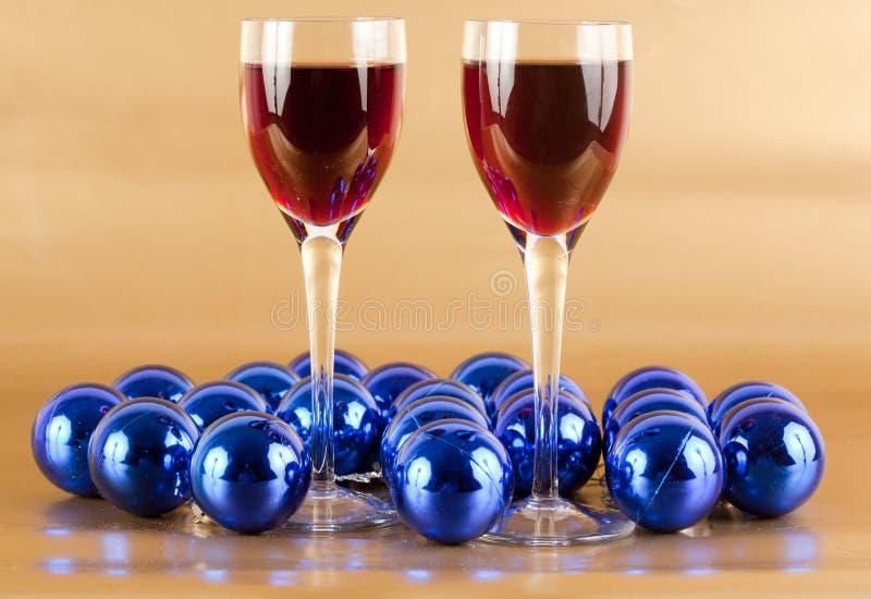 Wein- und Weihnachtsdekorationen stockfotos