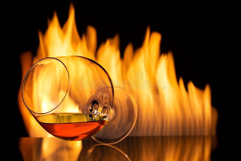 Weinbrand oder Kognak im Glas lizenzfreie stockbilder