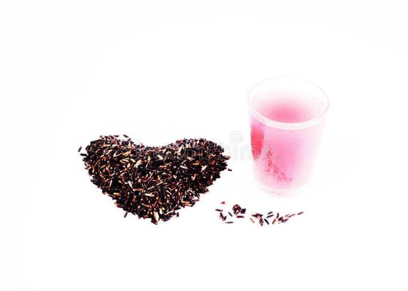 Weine trinkt mit schwarzem klebrigem Reis auf weißem Hintergrund stockfotos