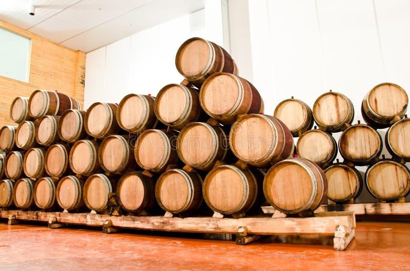 Weinfaßfässer lizenzfreies stockbild