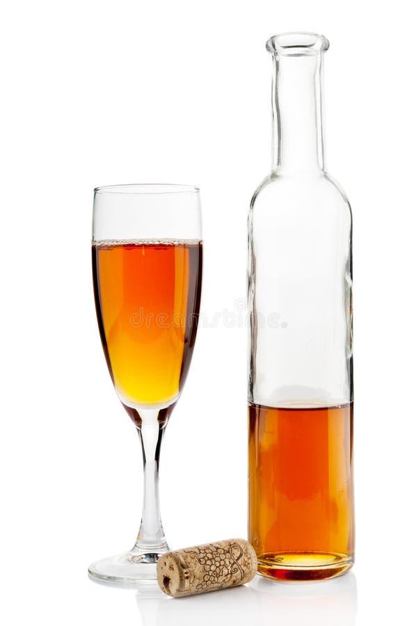 Weinflasche und Becher stockbild