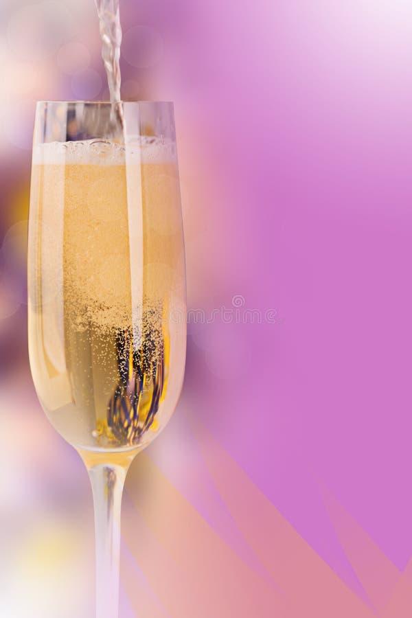 Weinglas mit Champagner lizenzfreies stockbild