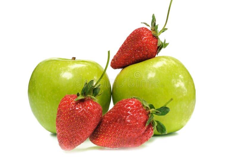 Weinig aardbei met appel stock foto's