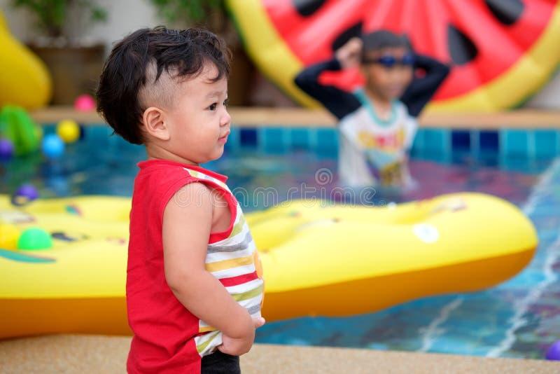 Weinig Aziatische jongen royalty-vrije stock foto's