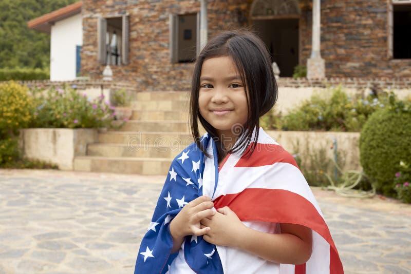 Weinig Aziatische meisjes Amerikaanse vlag royalty-vrije stock afbeelding
