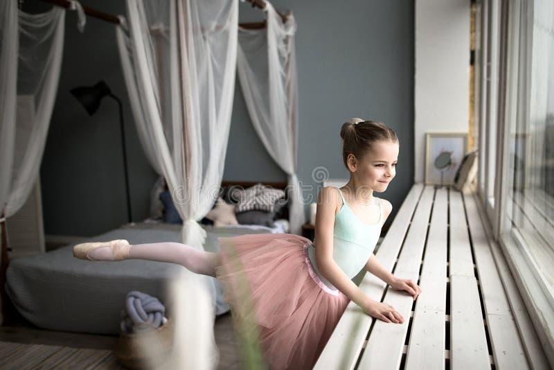 Weinig Ballerina Leuke meisjedromen van het worden een ballerina royalty-vrije stock afbeelding