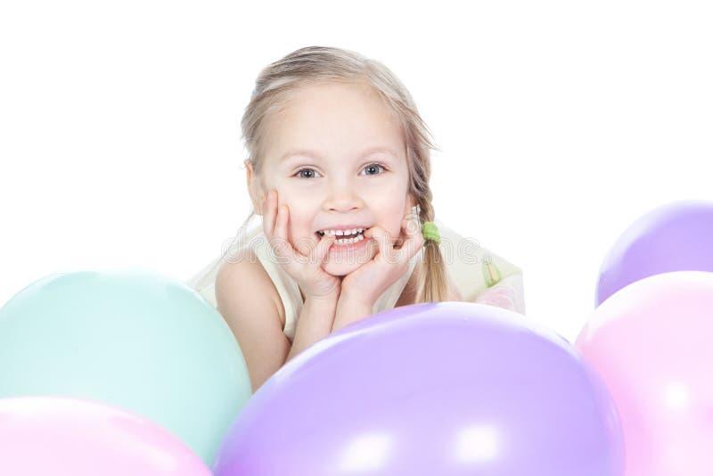 Weinig blonde meisje met ballons in studio royalty-vrije stock afbeeldingen