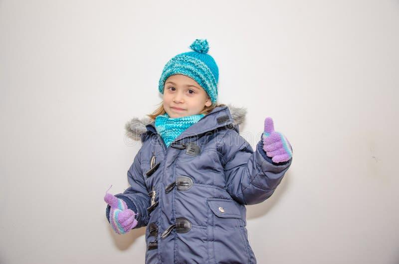 Weinig blondemeisje op de dag van de winter royalty-vrije stock foto