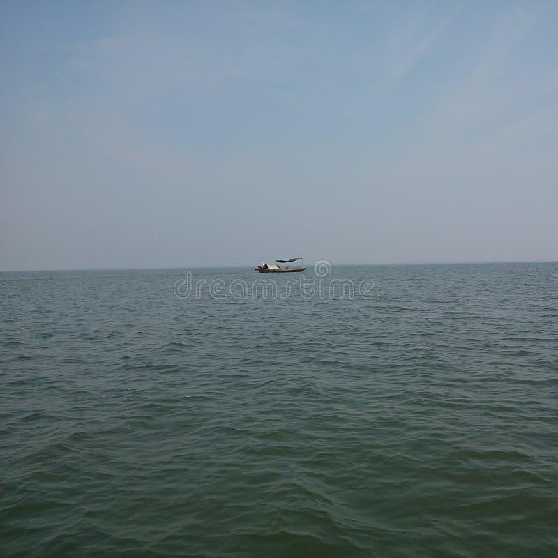 weinig boot in het Poyang-meer stock fotografie