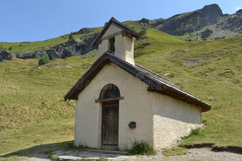 Weinig capel in de Franse Alpen royalty-vrije stock foto