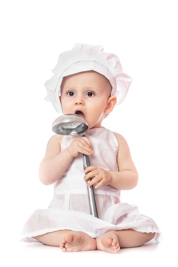 Weinig chef-kok De aanbiddelijke babyjongen kleedde zich in s-de hoed van de chef-kok babyportret, op een witte achtergrond wordt royalty-vrije stock foto