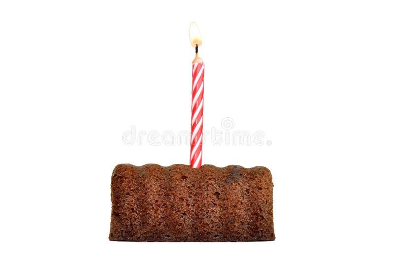 Weinig Chocoladecake met een kaars die op het branden geïsoleerd op witte achtergrond stock foto's