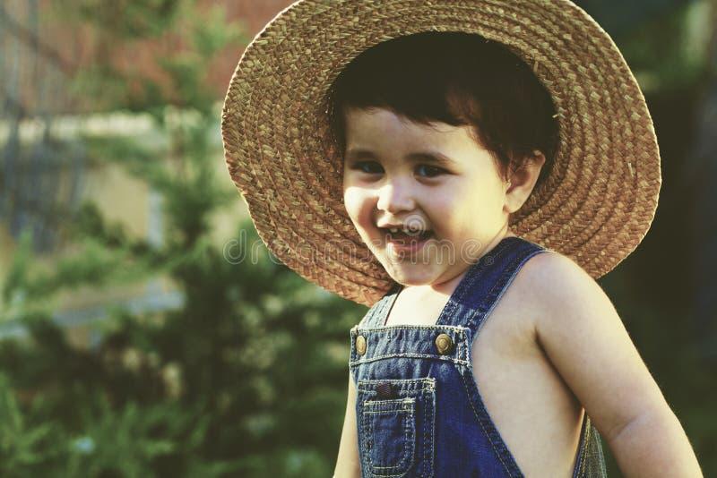 Weinig de tuinman van de babyjongen het glimlachen royalty-vrije stock foto