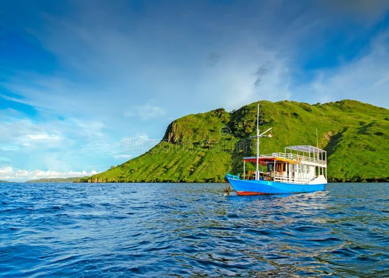 Weinig eenzame boot stock fotografie