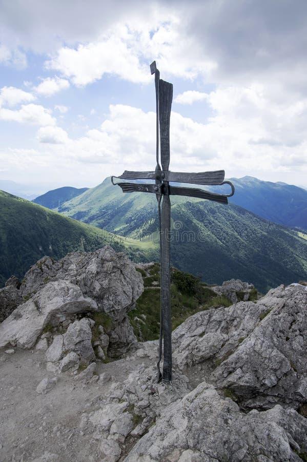 Weinig Fatra-de bergen, Lesser Fatra-bergen, nationaal park in de zomer, zetten Velky Rozsutec op stock foto