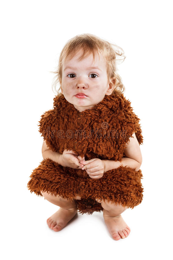 Weinig grappige Neanderthaler jongen in een kostuum met smerig gezicht stock fotografie