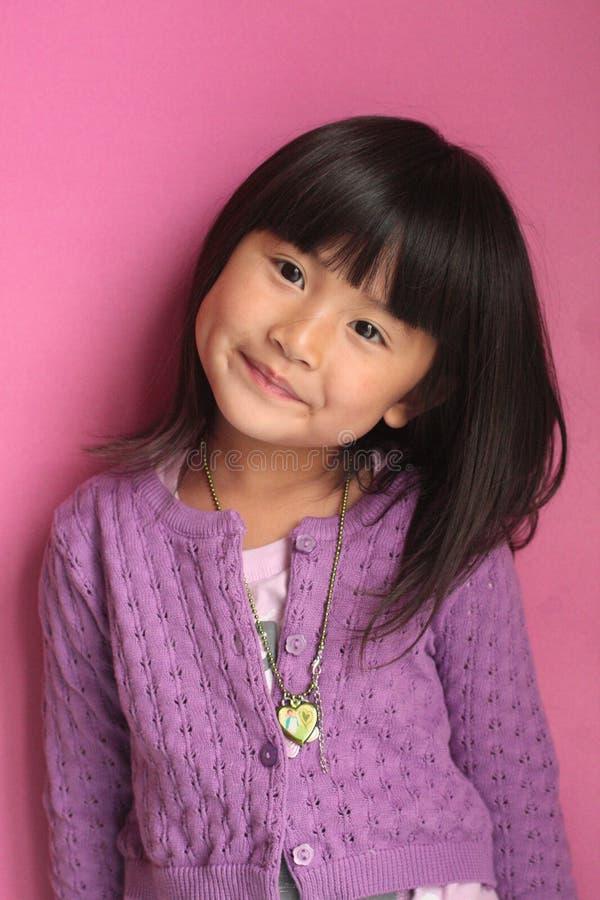 Weinig het Aziatische meisje poseing royalty-vrije stock afbeeldingen